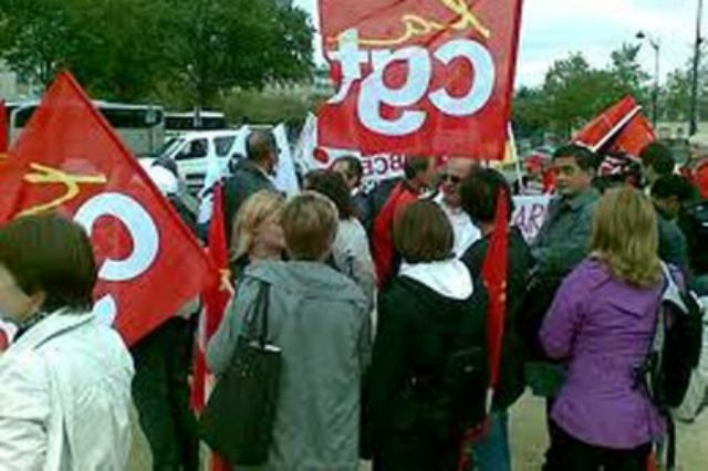 FRANCIA: Servidores públicos franceses en huelga por congelamiento de salarios