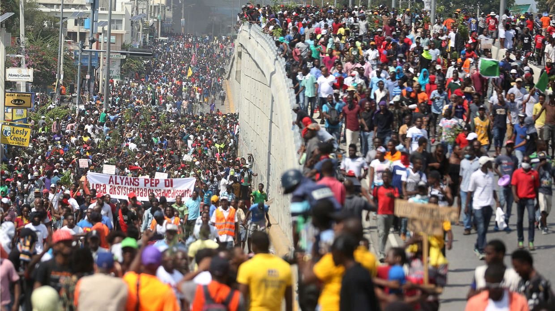 Marchan contra detenciones arbitrarias en Puerto Príncipe