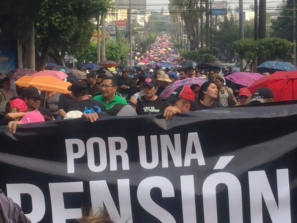 Miles de trabajadores se manifestaron por pensiones dignas en El Salvador