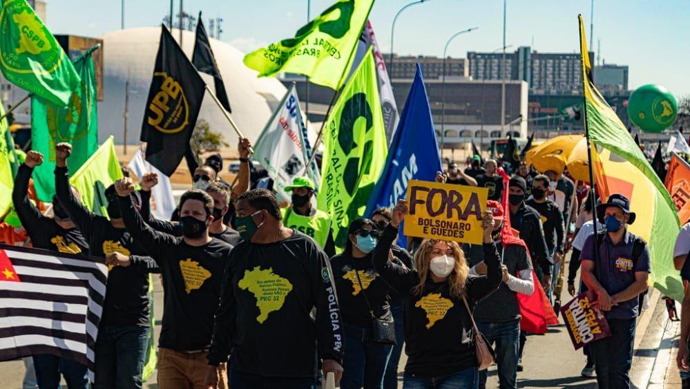 Servidores públicos brasileños marcharon contra la Reforma Administrativa