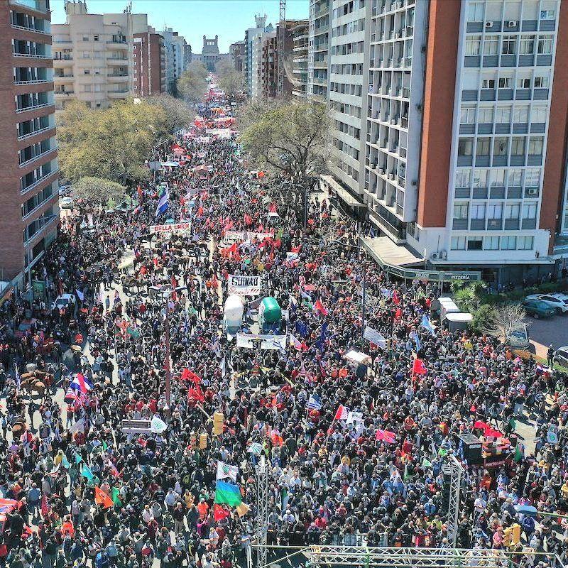 Multitudinaria movilización en Uruguay