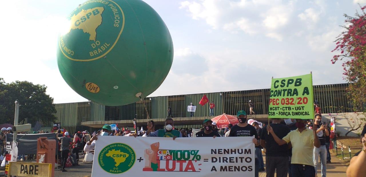 """Nueva marcha en Brasil contra la """"reforma administrativa"""" de Bolsonaro"""